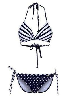 Trendy Bikini im Marine-Look #beach #summer