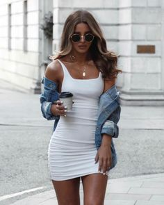 Very nice bodycon dress and denim jacket Vestidos women dress chiffon dress floral print sleeveless summer dress brief casual short dresses Denim Fashion, Look Fashion, Fashion Outfits, Dress Fashion, Womens Fashion, Ladies Fashion, Black Aesthetic Fashion, Fashion Boots, Off White Fashion