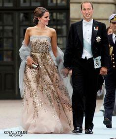 of The Duke and Duchess of Cambridge. ‼️Swipe left to see the ori… of The Duke and Duchess of Cambridge. ‼️Swipe left to see the original pictur Moda Kate Middleton, Looks Kate Middleton, Estilo Kate Middleton, Estilo Real, Princess Kate, Duke And Duchess, Duchess Of Cambridge, Style Blake Lively, Glamour