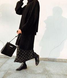 1,625 vind-ik-leuks, 6 reacties - Elif Küçüksarı (@elifkcksri) op Instagram: '🕐' Stylish Hijab, Casual Hijab Outfit, Modest Outfits, Normcore, Clothes, Style, Instagram, Fashion, Outfits