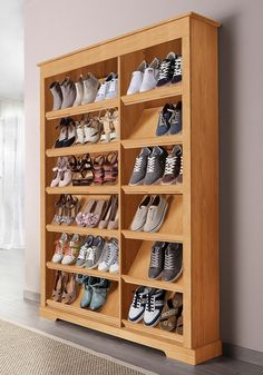 Mit den 2-fach verstellbaren, schräg angebrachten Böden erhalten Sie eine Nutztiefe von 34 bis 38 cm. Besonders dekorativ sind die gefrästen Symbole für Damen und Herren in der Querleiste unter dem Oberboden. Mit 6 bzw. 12 Fächern, Platz für ca. 15 bzw. 30 Paar Schuhe. Für alle Schuhgrößen geeignet!In 2 Höhen: Mit 6 Fächern, Höhe 100 cm., Mit 12 Fächern, Höhe 185 cm., Maße (B/T): 120/30 cm.All...