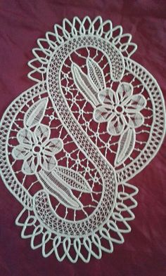 This Pin was discovered by Sus Freeform Crochet, Irish Crochet, Crochet Motif, Crochet Doilies, Crochet Lace, Bobbin Lace Patterns, Crochet Stitches Patterns, Macrame Patterns, Bruges Lace