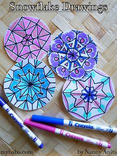 You can create your own unique snowflake drawings with this fun (and calmin) winter craft. They can be made at home or as part of a busy bag. Quilling Christmas, Christmas Crafts, Fun Crafts, Arts And Crafts, Paper Chains, Spirograph, Fun Activities To Do, Winter Craft, Busy Bags