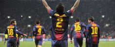 Dani Alves levanta los brazos al cielo para celebrar su gol al Spartak. - Mundodeportivo.com