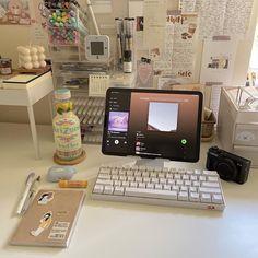 Desk Inspo, Desk Inspiration, Study Room Decor, Room Ideas Bedroom, Study Corner, Cute Room Ideas, Minimalist Room, Study Desk, Aesthetic Room Decor
