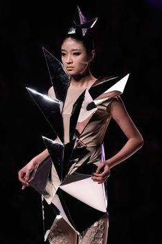 3D Geometric Fashion - bold sculptural structures & mirrored surfaces; wearable art // China Fashion Week