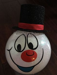Frosty the Snowman Glitter Ornament … - Diy Geschenke Christmas Ornament Crafts, Glitter Ornaments, Painted Ornaments, Snowman Crafts, Christmas Items, Diy Christmas Gifts, Christmas Art, Christmas Projects, Handmade Christmas