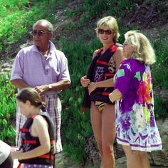 Mohammed Al Fayed (far left) and Diana, Princess Of Wales (C) are seen in St Tropez in the summer of shortly before Diana and Dodi were killed in a car crash in Paris on August The inquests into both of their deaths are due to start in early Princess Diana And Dodi, Diana Dodi, Princess Diana Pictures, Princess Of Wales, Real Princess, Charles And Diana, Prince Charles, Princesa Diana, Dodi Al Fayed