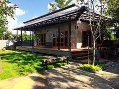บ้านปูนเปลือยเฉลียงโปร่ง โครงสร้างชั้นเดียวยกพื้น สวยดิบสไตล์ลอฟท์ พร้อมสวนสนามหญ้าแสนสดชื่น   NaiBann.com