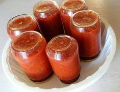 Έφτιαξα ντομάτα για το χειμώνα !!!    Θα σας πω τι έκανα:    1 Έπλυνα καλά τις ώριμες ντομάτες.  2 τις ζεμάτισα με βραστό νερό για να ξεφλουδίζονται εύκολα.  3 τις αποφλοίωσα και τις καθάρισα από πράσινα ή χαλασμένα μέρη.  4 Τις