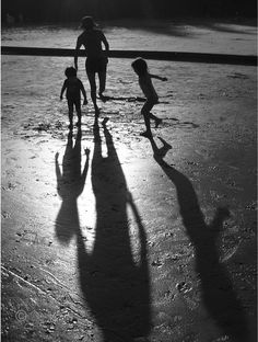 Silhouette & shadow. Shadow Photography, Light Photography, Black And White Photography, Shadow Photos, Shadow Play, Water Play, Photo Projects, Creative Photos, Photo Displays
