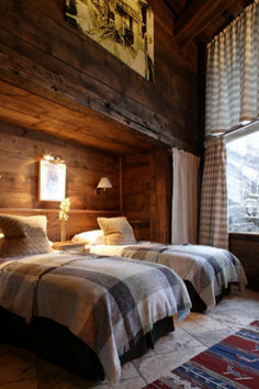 Home Decor – Bedrooms : Luxury French ski chalet bedroom with rustic reclaimed unfinished wood walls, flannel plaid duvet covers, shaded wall sconces, and gray and white patterned curtains . Chalet Interior, Interior Design, Ski Chalet Decor, Modern Interior, Alpine Chalet, Classic Interior, Cabin Homes, Log Homes, Cabin Interiors