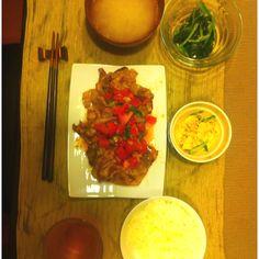 5/29 トマトソースがけ豚焼き スパイシーでした。 あと白菜すりおろし汁 しょうが汁だと思った。