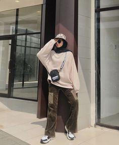K Fashion, Modern Hijab Fashion, Street Hijab Fashion, Muslim Fashion, Fashion Pants, Fashion Outfits, Hijab Fashion Inspiration, Casual Hijab Outfit, Hijab Chic