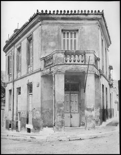 Greece Pictures, Neoclassical, Vintage Pictures, Old Photos, Greek, Louvre, Street View, Explore, Architecture