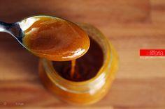 Il caramello morbido è una preparazione di base utile come accompagnamento di vari dolci. Ecco come prepararlo e conservarlo fluido per averlo sempre pronto