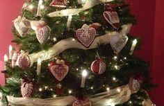 Broderie Suisse anche per ...   l'albero di Natale