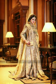 Gold Lehenga for a mesmerising look! Wedding or sangeet day perfect for both! Walima Dress, Pakistani Wedding Dresses, Pakistani Outfits, Indian Dresses, Indian Outfits, Desi Bride, Gold Lehenga, Bridal Lehenga, Bridal Gowns