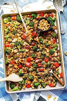 Sheet Pan Cashew Chicken is an easy weeknight meal with all the amazing flavors of the popular takeout dish. Sheet Pan Cashew Chicken is an easy weeknight meal with all the amazing flavors of the popular takeout dish. Lunch Recipes, Healthy Dinner Recipes, Cooking Recipes, Healthy Meals, Make Ahead Lunches, Easy Weeknight Meals, Easy Dinners, One Pot Meals, Asian Recipes