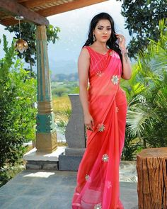 Indian Glamour World South Indian Actress Hot, Beautiful Indian Actress, Trending Now Fashion, Sarees For Girls, Glamour World, Saree Photoshoot, Saree Models, Red Saree, Elegant Saree