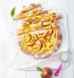Pfirsich-Tarte mit Schmand: Für alle Naschkatzen darf es auch mal Kuchen zum Frühstück geben.