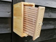 Wooden Bird Houses, Bird Houses Diy, Bug Hotel, Mason Bees, Bee House, Bee Do, Property Design, Bottle Stoppers, Queen Bees