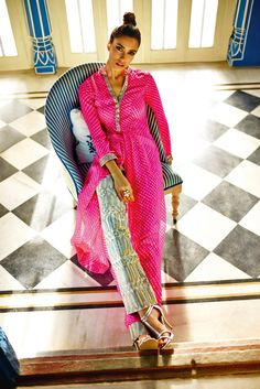 An utterly glamorous Leheriya kurta teamed up with chic embroidered straight pants.