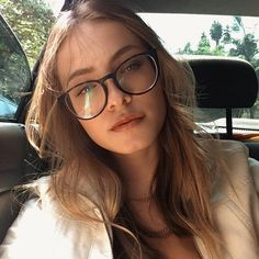 Cute Glasses, Girls With Glasses, Glasses Trends, Womens Glasses Frames, Glasses For Your Face Shape, Oversized Glasses, Eyewear Trends, Fashion Eye Glasses, I Love Girls