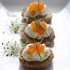 Russian blinis with light cream and salmon caviar [recipe and story in Romanian]