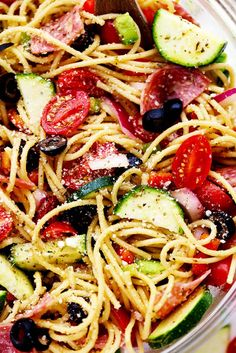 Italian Spaghetti Salad is made with spaghetti, fresh summer veggies, salami and tossed in a homemade zesty italian dressing This is a summer potluck must! Italian Spaghetti Salad Recipe, Zesty Italian Dressing Recipe, Homemade Dressing, Italian Salad, Summer Salads, Summer Potluck, Cooking Recipes, Healthy Recipes, Pasta Salad Recipes