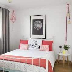 Want teenage girls bedroom ideas? Coming up with teenage girls bedroom ideas is no easy feat for a parent. We've come up with some great ideas