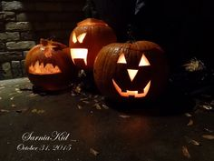 365 Project---Day 304: I love Halloween! I grabbed my camera and went walking at 6:30pm and took pics of Jack-O-Lanterns on porches! It was just great!