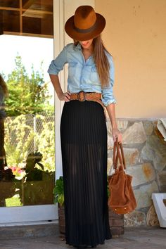 Boho chic: pleated maxi skirt and denim shirt. How to Wear Denim Shirt Fashion Trends and Tips Fashion Mode, Modest Fashion, Look Fashion, Autumn Fashion, Fashion Design, Skirt Outfits, Fall Outfits, Casual Outfits, Look Camisa Jeans