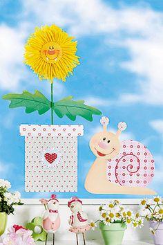 """Mit diesem Blumen Fensterbild kommt der Frühling auf die Fensterbank. Löwenzahn Leo und Schnecke Kerstin sagen """"Hallo""""."""