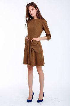 Leicht tailliertes Kleid mit Ärmeln und ausgestelltem Rockteil, knielang, Farbe…