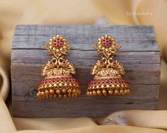 Gold Jhumka Earrings, Gold Bridal Earrings, Buy Earrings, Jewelry Design Earrings, Gold Earrings Designs, Gold Jewellery Design, Bead Jewellery, Gold Jewelry, Temple Jewellery