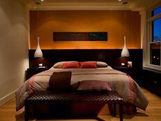 couleur-pour-chambre-chaleureuse-peinture-ocre-foncée-bout-lit