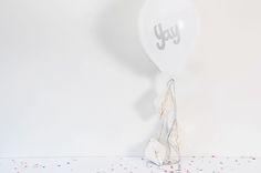 Luftballon YAY...mit Wabenbällen&Glitzer Aufkleber von glücksschauer auf DaWanda.com