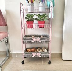 A sweet house colored by handmade decorations: Mrs. Shabby Chic Kitchen Decor, Diy Kitchen, Diy Organisation, Design Moderne, Cuisines Design, Cafe Bar, Cool Diy Projects, Beautiful Kitchens, Handmade Decorations
