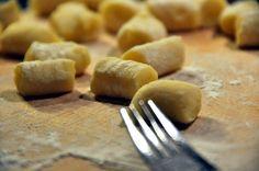 Ecco la #ricetta per preparare gli #GNOCCHI DI #PATATE: http://blog.giallozafferano.it/laraccoltadiricette/gnocchi-di-patate/