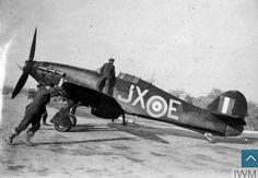 Klikněte pro zavření obrázku. Klikněte a táhněte pro přesun. Použijte šipky na klávesnici pro další a předchozí. Fighter Aircraft, Fighter Jets, Hawker Hurricane, Ww2 Planes, Battle Of Britain, Kuta, Royal Air Force, Military Aircraft, Wwii