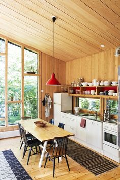 kitchen counter, windows, ceiling in this small kitchen Chalet Interior, Interior Exterior, Kitchen Time, Kitchen Dining, Open Kitchen, Dining Room, Cottage Kitchens, Home Kitchens, Small Tiny House