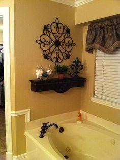 Decorative shelf above bath tub Garden Tub Decorating, Tuscan Decorating, Decorating Ideas, Tuscany Decor, Bathtub Decor, Bathtub Tile, Home Decoracion, Pot Jardin, Diy Décoration