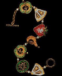 CARAVAGGIO BRACELET  Ref: O 9 000 YBF136  129 diamonds 1,06-1,11 ct  6 black diamonds 0,13-0,17 ct  10 cognac diamonds 0,14-0,18 ct  40 yellow sapphires 0,34-0,37 ct  118 yellow sapphires 0,90-0,93 ct  34 orange sapphires 0,34-0,38 ct  38 red sapphires 0,31-0,34 ct  121 tsavorits 1,58-1,51 ct  gold 22,90-23,90 g