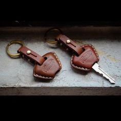 "184 mentions J'aime, 3 commentaires - Vitme Handcraft (@vitme) sur Instagram : ""Handmade Leather Triumph key case. Type:01/02 #vitmehandcraft #leathergoods #handmade #keycover…"""
