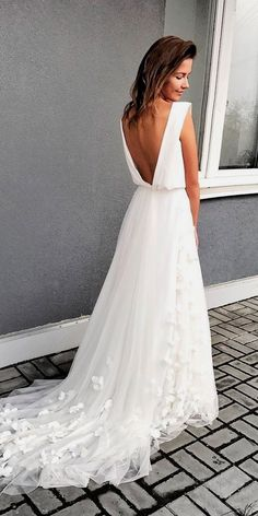 Simple wedding dress. Forget about the future husband, for the present time let us focus on the bride whom views the wedding as the best day of her life. With this simple fact, then it's certain that the wedding outfit really needs to be the best.