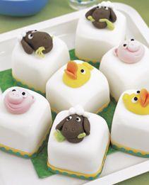 Mini cakes with farm friends Mini Tortillas, Big Cakes, Fancy Cakes, Birthday Cake Crown, Birthday Cakes, 2nd Birthday, Timmy Time, Farm Cake, Individual Cakes