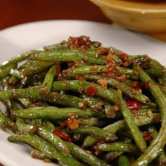 Texas Roadhouse Copycat Green Beans Recipe Side Dishes with green beans, sugar… Stir Fry Greens, Stir Fry Green Beans, Fried Green Beans, Veggie Side Dishes, Vegetable Dishes, Food Dishes, Tasty Dishes, Side Dish Recipes, Vegetable Recipes