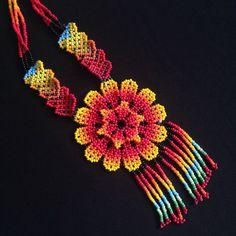 FLOWER BEADED NECKLACE por TRIBALMUNAYA en Etsy