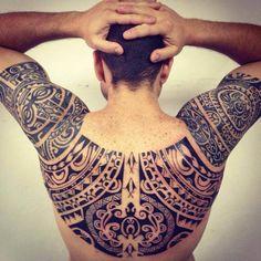tatouage maori dos et bras